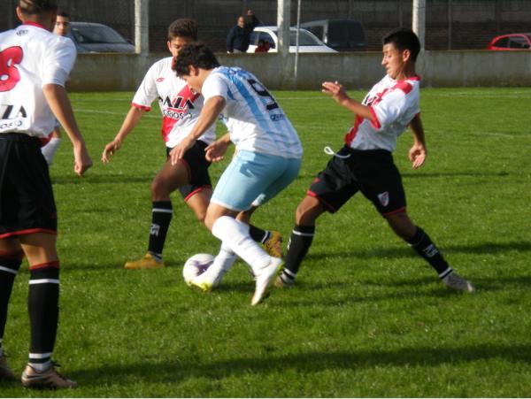 """""""Indio"""" Solari con la pelota(Sergio Marino) Club Union Mar del Plata"""